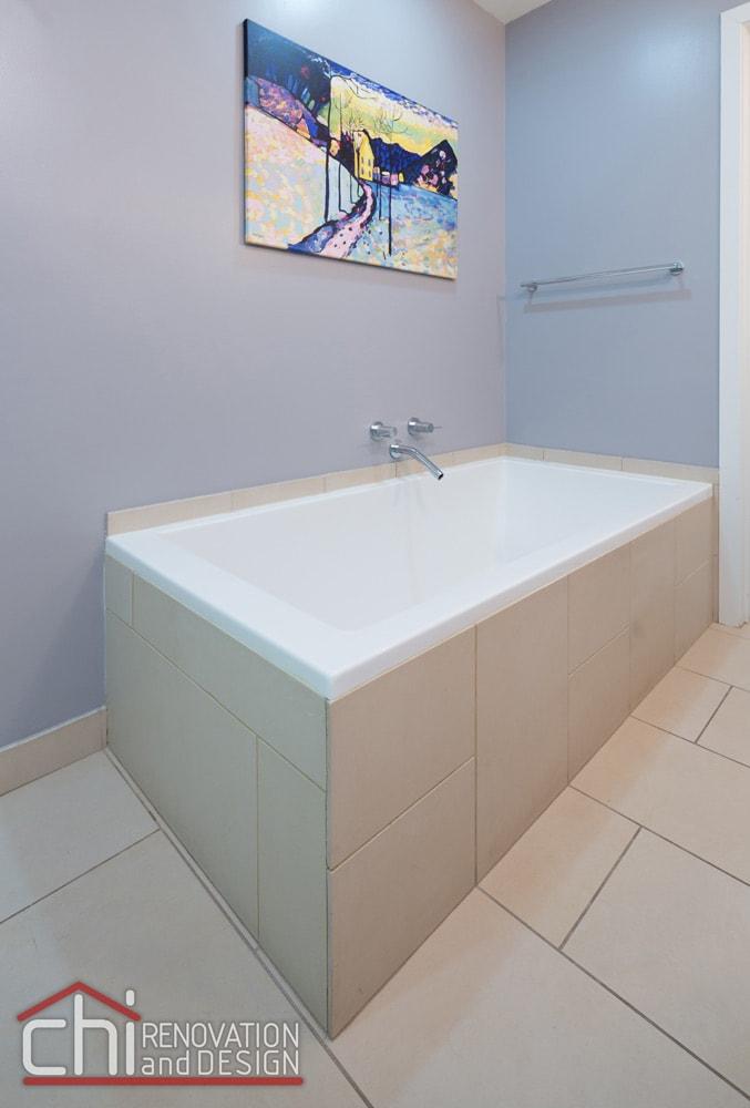 Illinois Downtown Condo Bathtub Remodel