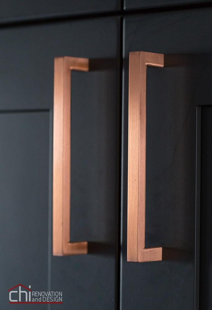 CHI   Luxury Kitchen Design Brass Hardware