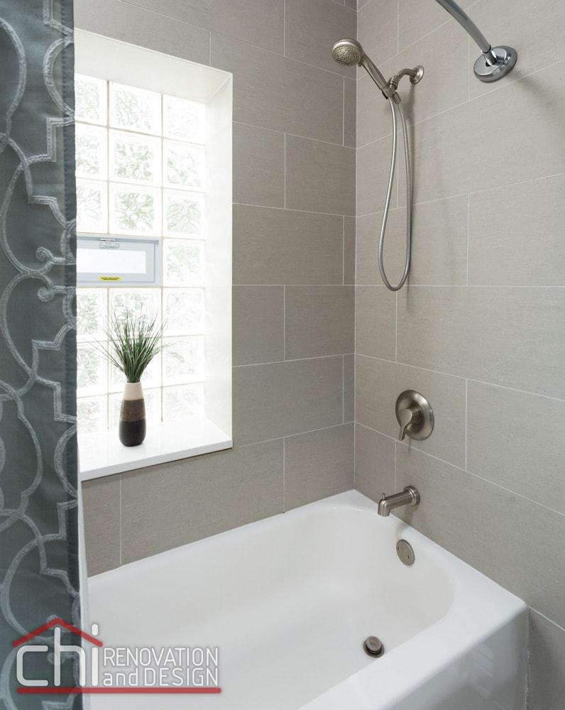 Roscoe Village Bathroom Bathtub Remodel