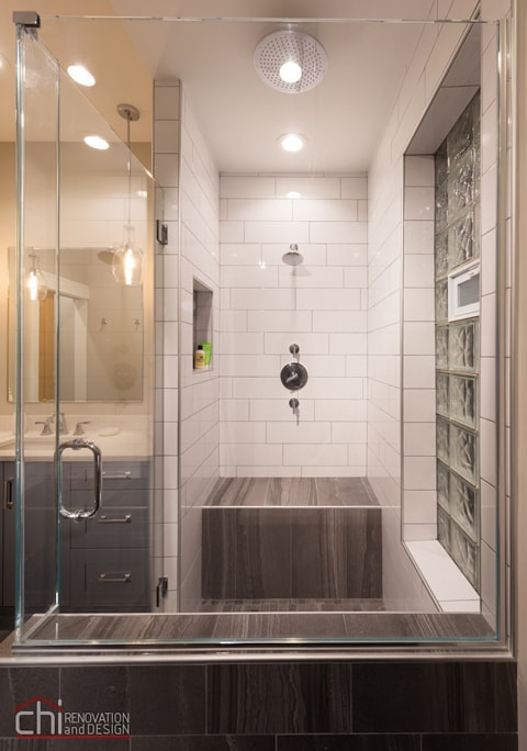 Chicago West Town Bathroom Showing Room Design